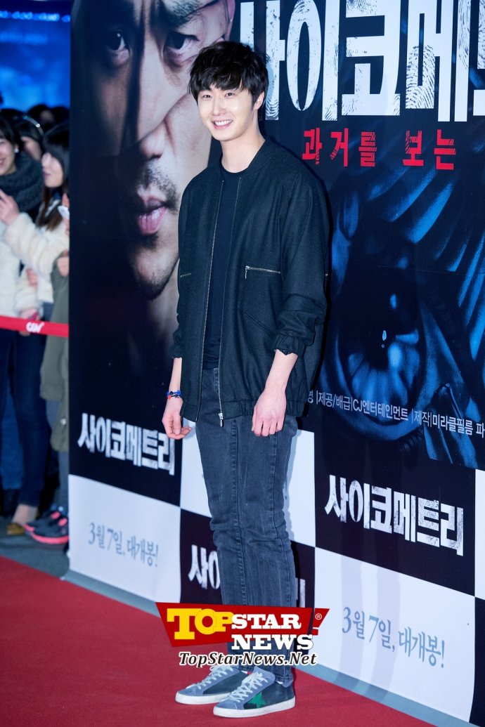 Jung Il Woo looking chic in black