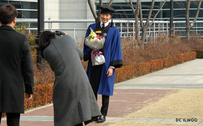 DC Ilwoo Graduation photo1 via catzooly
