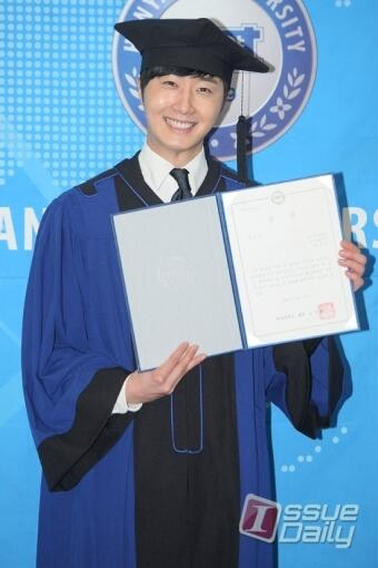Press Photo Graduation1