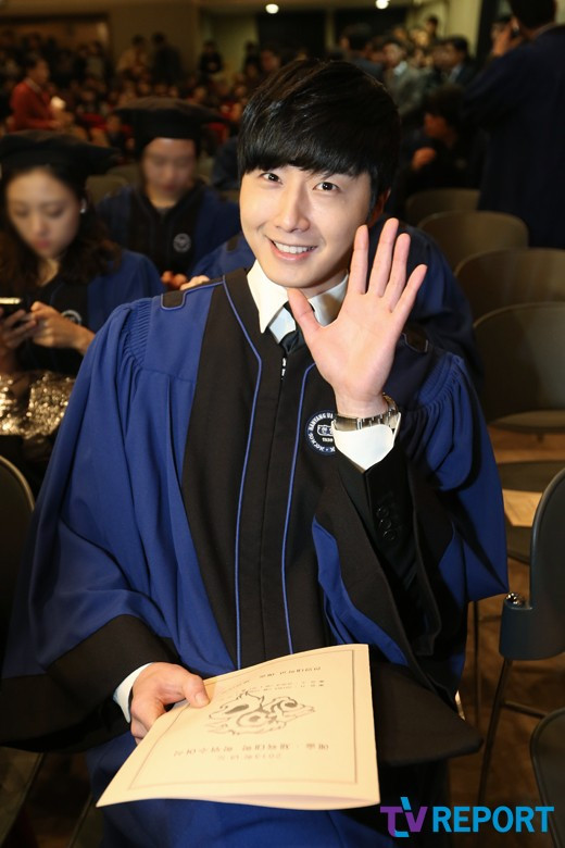 Press Photo Graduation10