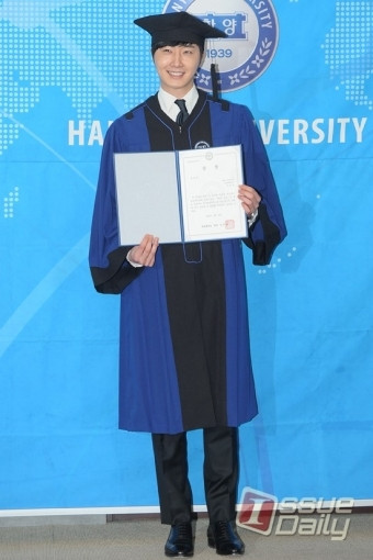 Press Photo Graduation11