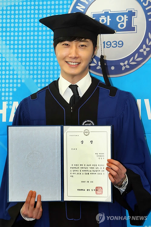 Press Photo Graduation12