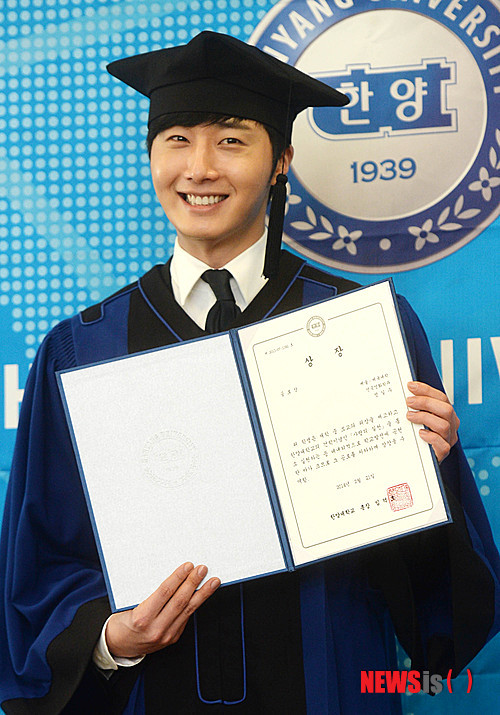 Press Photo Graduation13