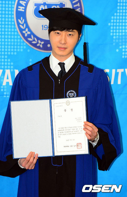 Press Photo Graduation14