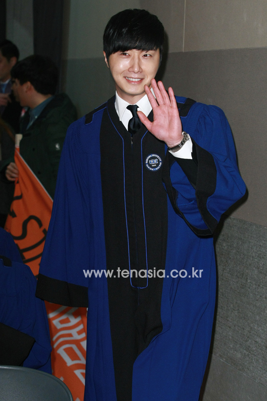 Press Photo Graduation40