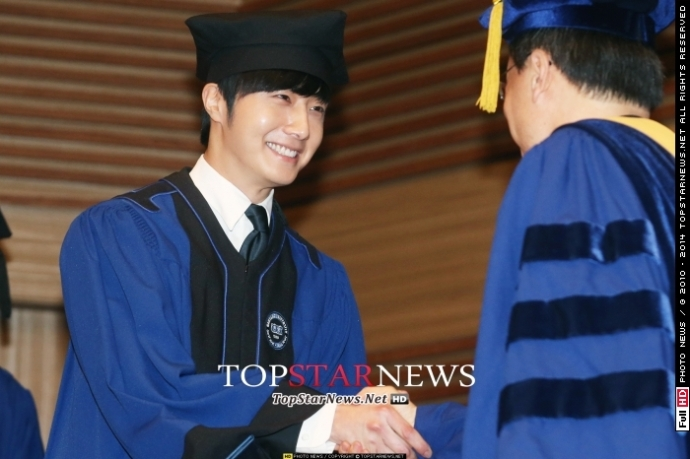 Press Photo Graduation46