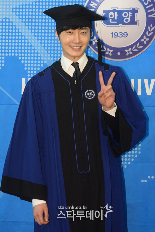 Press Photo Graduation9